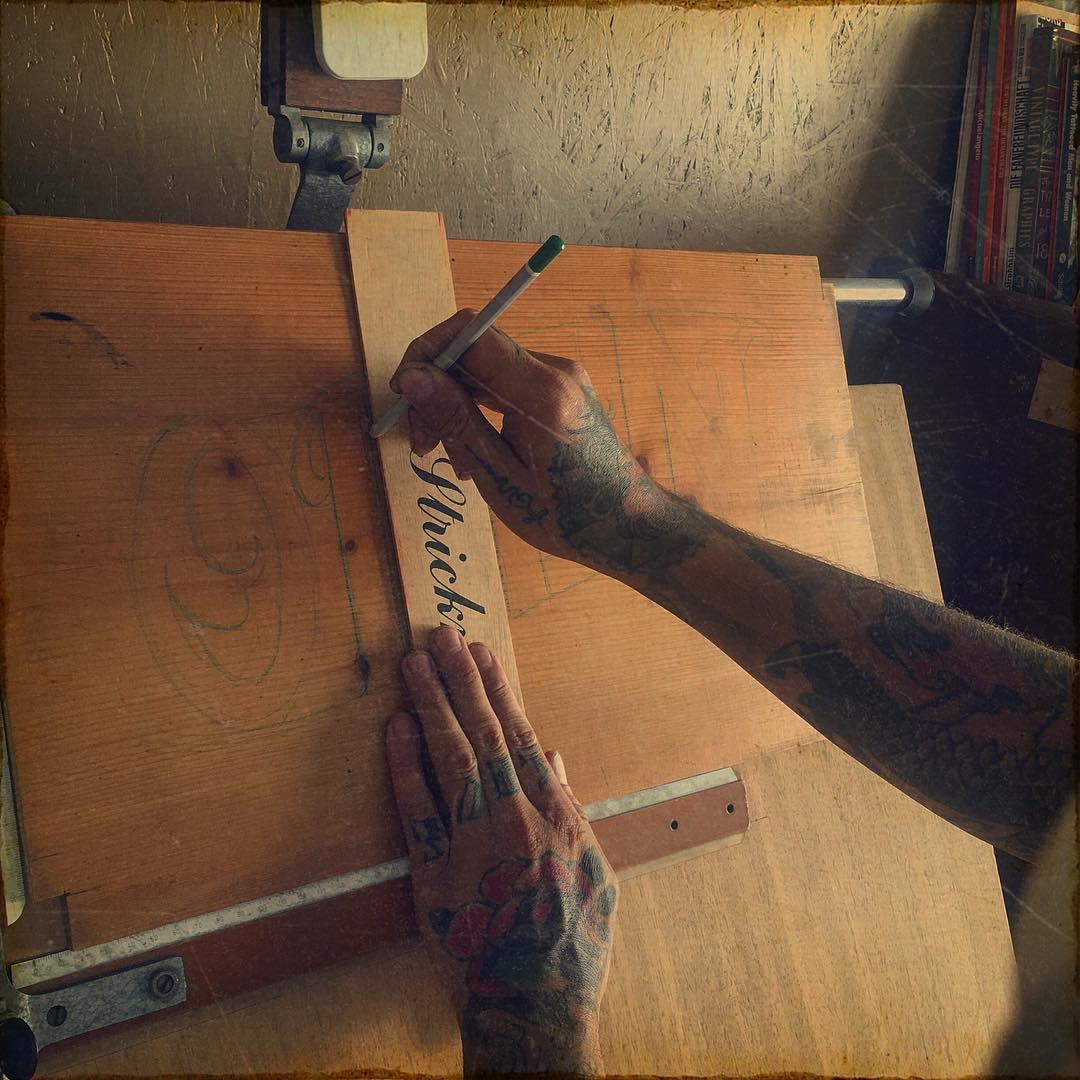 join the sun in my warm workshop..  #matthiasblossfeld #handwerkinschriftundgrav