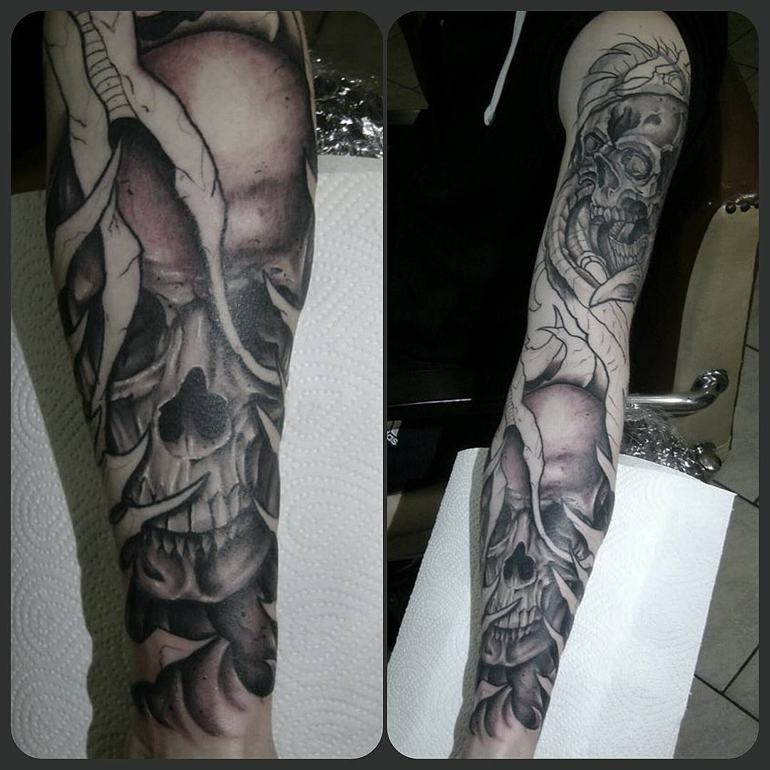 4th skull this year...some progress on this biomechanic sleeve....coverup on upp