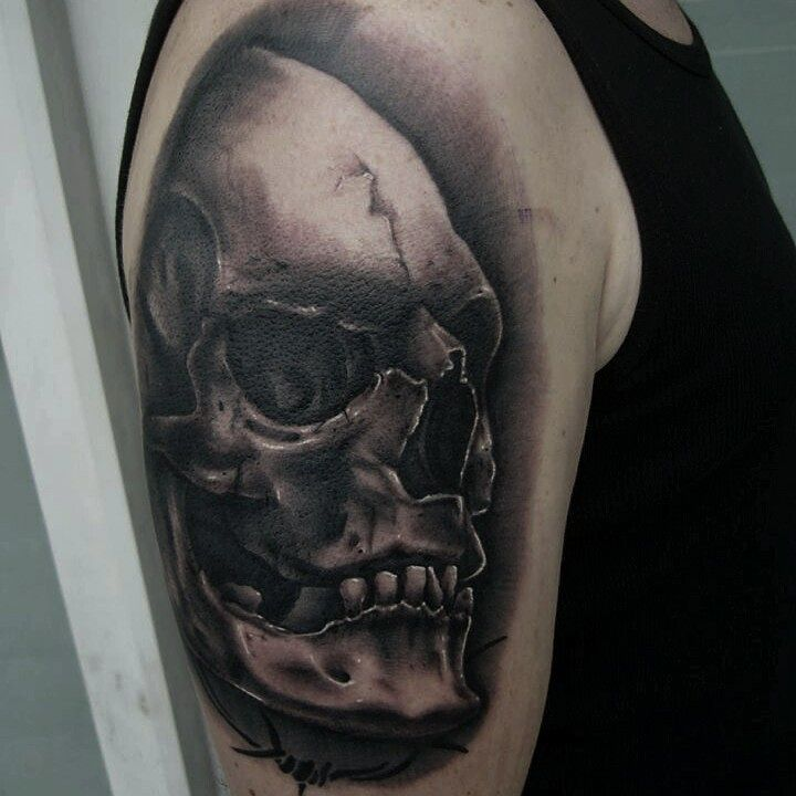 Fresh Skull from this week....thx adrian for taking your first tattoo like a cha