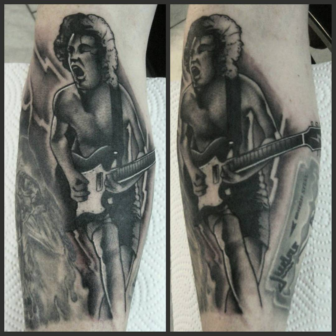 Funny lil AC/DC-filler from yesterday......just black, no greywash.....thx for y