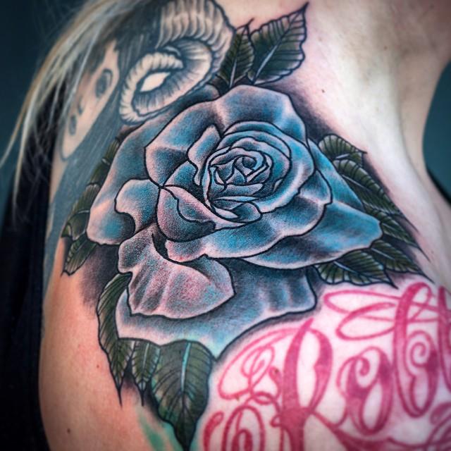 Gap filler fun today! #tattoo #tattooing #rose#rosetattoo#bluerose#fantasiatatto...