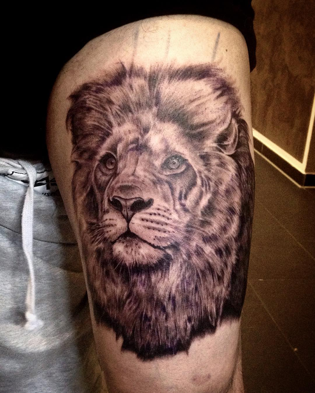 Good start today on Stephan's upper leg, finishing touches next month, stay tune...