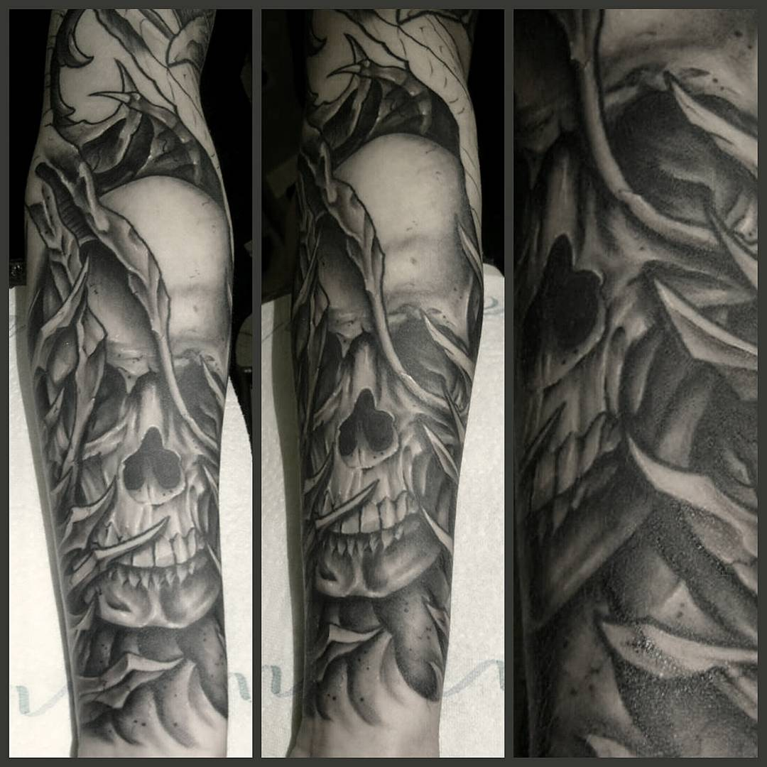 Got a healed shot of my fav biomech-project...can't wait to finish #germantattoo