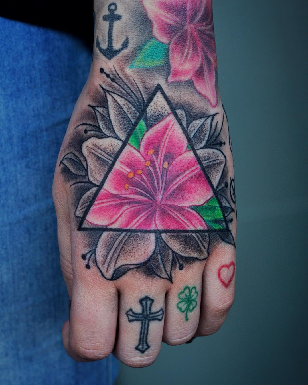Handjob.  #tattoo #tattoing #tatovering #dotwork #dotworktattoo#mandala #flower#...