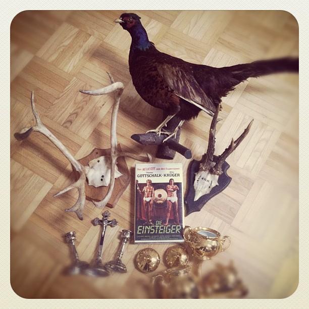 I  Flea Markets! Everything for less than 40,- Euro!!! #fleamarket#antlers#skull...