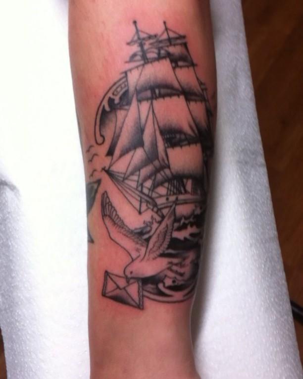 """""""Nur wer liebt kennt das Glück und das Leid"""" #stuckinthepasttattoo #ship #gull #"""