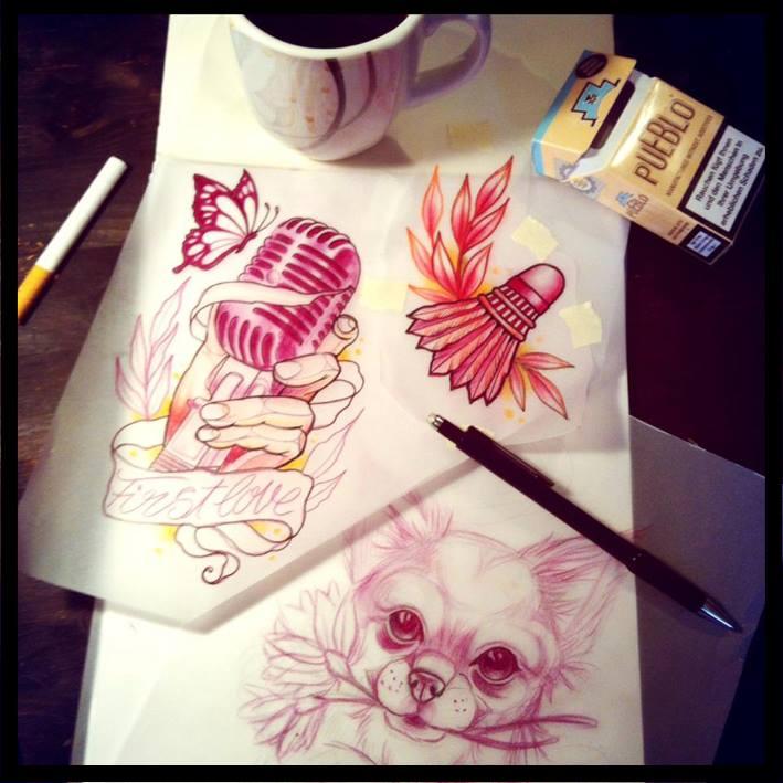 Ohne Kippen und Kaffee geht nix....Marina malt sich die Finger wund.... ;-)