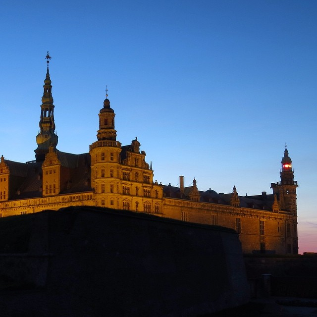 Sunday evening walk - this time with view on Kronborg Slot beaconing the boats f...