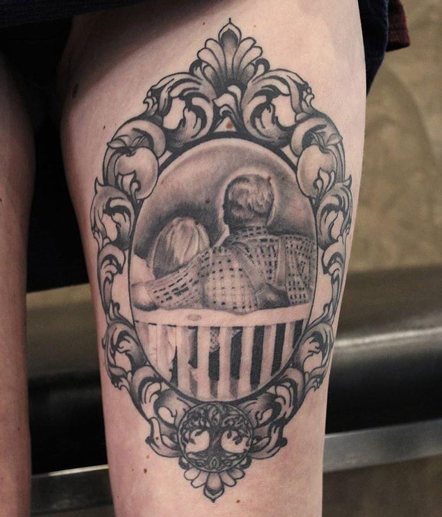 Tattoo@von @tommyschaarschmidt angefertigt #blackandgreytattoo #healedvsfresh #b...