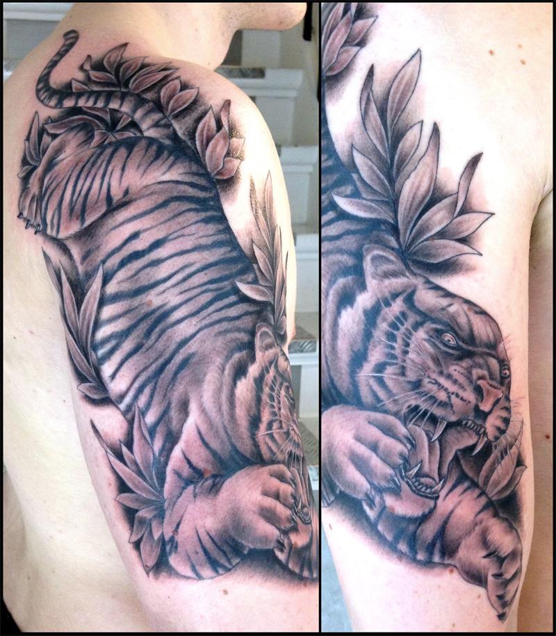Vor ein paar Tagen hat Nicolaj sein allererstes Tattoo bekommen; Kitty Kätzchen,