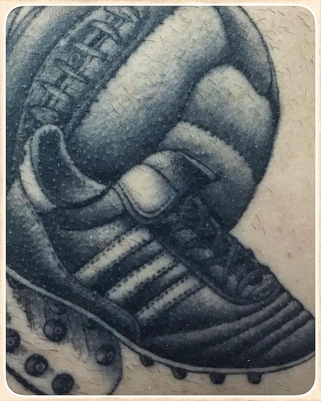 a close up of the healed soccer piece, i ve done 1 year ago,  thanks alex for vi