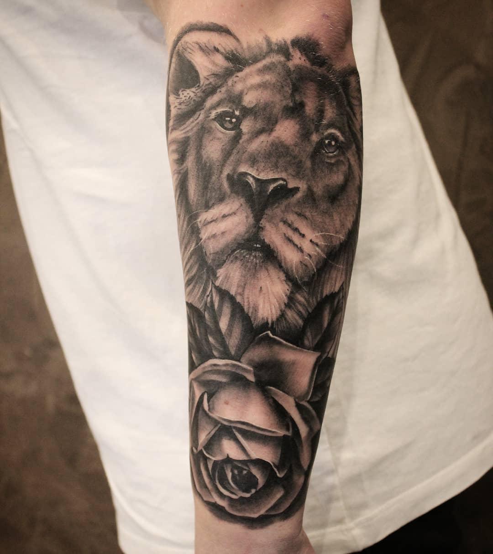 Löwe von gestern, danke dir Max #germantattooers #tattooworkers #tattoolife #bla